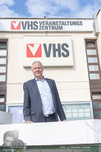 Richard Lugner Covid-19 Impfung - VHS Donaustadt, Wien - Di 16.03.2021 - Karl DWORSCHAK (Direktor VHS Donaustadt)26