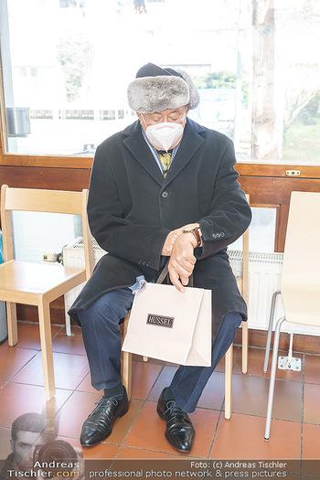 Richard Lugner Covid-19 Impfung - VHS Donaustadt, Wien - Di 16.03.2021 - Richard LUGNER nach der Impfung mit BionTech-Pfizer30