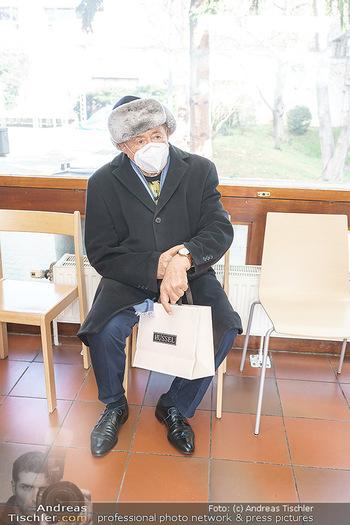 Richard Lugner Covid-19 Impfung - VHS Donaustadt, Wien - Di 16.03.2021 - Richard LUGNER nach der Impfung mit BionTech-Pfizer31
