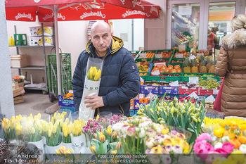Spaziergang mit C... F... - Döbling, Wien - Di 23.03.2021 - Christoph FÄLBL am Markt beim Blumen kaufen1