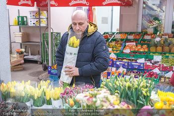 Spaziergang mit C... F... - Döbling, Wien - Di 23.03.2021 - Christoph FÄLBL am Markt beim Blumen kaufen3