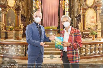 Thomas Brezina Buchpräsentation - Stephansdom, Wien - Do 25.03.2021 - Thomas BREZINA, Toni Anton FABER mit Covid-19 Schutzmaske22