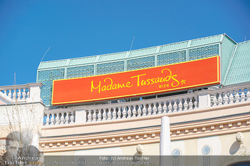 Lokalaugenschein Wien - Wien - Di 30.03.2021 - Madame Tussauds Logo Werbetafel, Touristen Attraktion, geschloss22