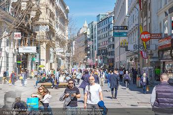 Lokalaugenschein Wien - Wien - Di 30.03.2021 - Menschenmassen kurz vor Ostern Lockdown, Einkaufsstraße, Shoppi36