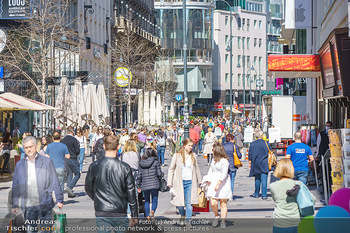 Lokalaugenschein Wien - Wien - Di 30.03.2021 - Menschenmassen kurz vor Ostern Lockdown, Einkaufsstraße, Shoppi38