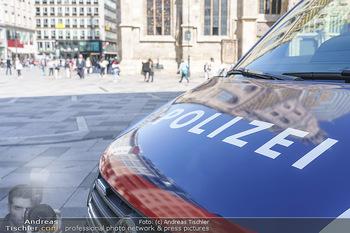Lokalaugenschein Wien - Wien - Di 30.03.2021 - Polizei Auto Polizeiauto am Stephansplatz, Überwachung, Staat, 42
