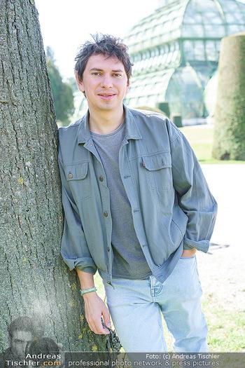Spaziergang mit Julian Le Play - Schönbrunn, Wien - Mi 31.03.2021 - Julian LE PLAY (Julian Heidrich) (Portrait)19