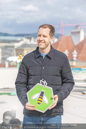 BioBienenApfel PK - MQ Libelle - Mi 07.04.2021 - Sebastian VETTEL mit Bienensymbol74