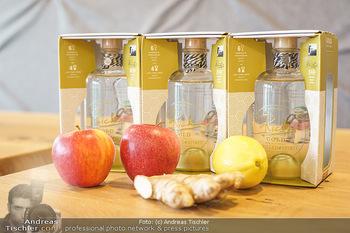 Dorfmeister Gin Präsentation - Weststadtion, Wien - Do 08.04.2021 - der neue Rick Gold by Michaela Dorfmeister Gin Flasche7