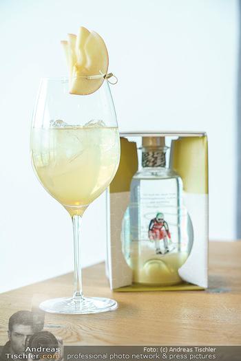 Dorfmeister Gin Präsentation - Weststadtion, Wien - Do 08.04.2021 - der neue Rick Gold by Michaela Dorfmeister Gin Flasche38