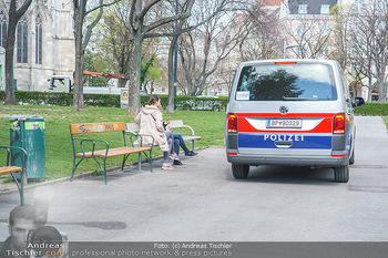 Lokalaugenschein Wien - Wien - Mo 12.04.2021 - Polizei kontrolliert Ausgangsbeschränkungen während LockDown i4
