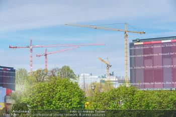 Lokalaugenschein Wien - Wien - Mo 12.04.2021 - Pavillon Parlament Baustelle Hintergrund, Ausweichquartier, Held13