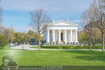 Lokalaugenschein Wien - Wien - Mo 12.04.2021 - Theseustempel im Volksgarten, im Hintergrund Burgtheater14