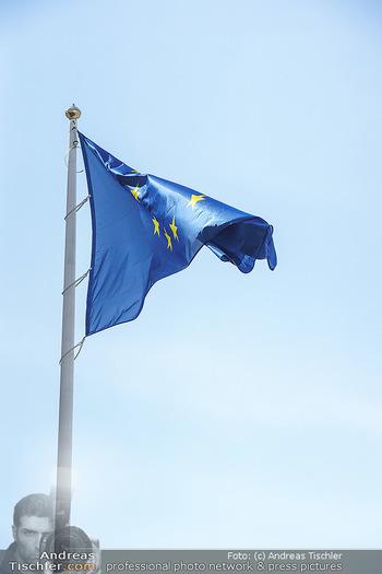 Lokalaugenschein Wien - Wien - Mo 12.04.2021 - EU Europäische Union Fahne Flagge auf der Präsidentschaftskanz25