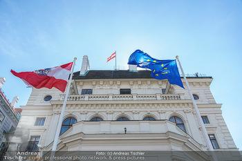 Lokalaugenschein Wien - Wien - Mo 12.04.2021 - EU Europäische Union und Österreich Fahne Flagge auf der Präs27