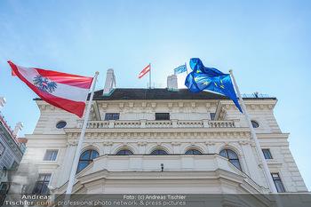 Lokalaugenschein Wien - Wien - Mo 12.04.2021 - EU Europäische Union und Österreich Fahne Flagge auf der Präs28