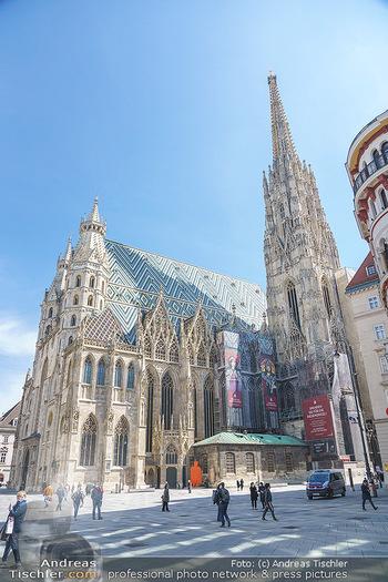 Lokalaugenschein Wien - Wien - Mo 12.04.2021 - Polizei vor Stephansdom während LockDown am Stephansplatz41