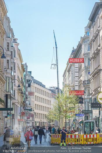 Lokalaugenschein Wien - Wien - Mo 12.04.2021 - riesiger Kran Baustelle neuer Markt hebt über Ambassador Hotel,42