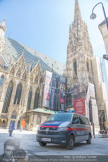 Lokalaugenschein Wien - Wien - Mo 12.04.2021 - Polizei vor Stephansdom während LockDown am Stephansplatz44