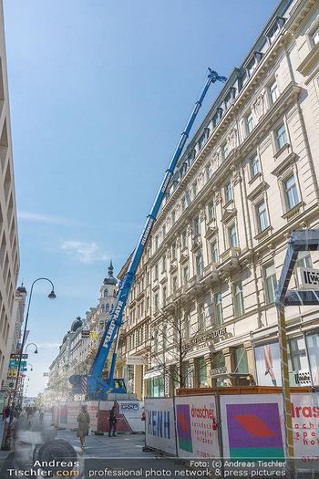Lokalaugenschein Wien - Wien - Mo 12.04.2021 - riesiger Kran Baustelle neuer Markt hebt über Ambassador Hotel,48