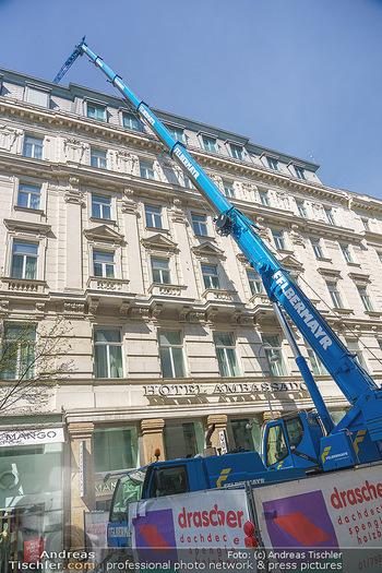 Lokalaugenschein Wien - Wien - Mo 12.04.2021 - riesiger Kran Baustelle neuer Markt hebt über Ambassador Hotel,49