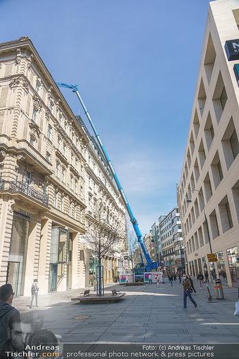 Lokalaugenschein Wien - Wien - Mo 12.04.2021 - riesiger Kran Baustelle neuer Markt hebt über Ambassador Hotel,50