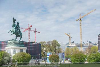 Lokalaugenschein Wien - Wien - Mo 12.04.2021 - Pavillon Parlament Baustelle Hintergrund, Ausweichquartier, Held61