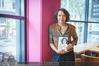 Ulrike Folkerts Buchpräsentation - Thalia Wien - Mi 05.05.2021 - Ulrike FOLKERTS7