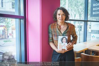 Ulrike Folkerts Buchpräsentation - Thalia Wien - Mi 05.05.2021 - Ulrike FOLKERTS8