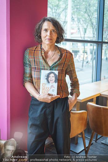 Ulrike Folkerts Buchpräsentation - Thalia Wien - Mi 05.05.2021 - Ulrike FOLKERTS9