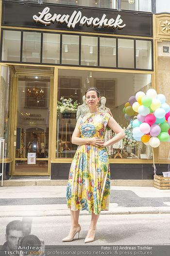 Store Opening - Lena Hoschek Store - Do 06.05.2021 - Lena HOSCHEK vor ihrem neuen Store26