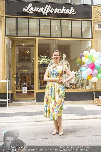 Store Opening - Lena Hoschek Store - Do 06.05.2021 - Lena HOSCHEK vor ihrem neuen Store27