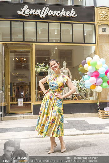Store Opening - Lena Hoschek Store - Do 06.05.2021 - Lena HOSCHEK vor ihrem neuen Store28