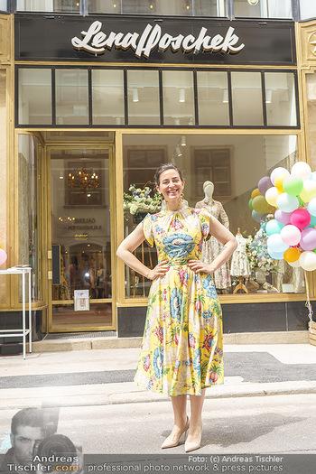 Store Opening - Lena Hoschek Store - Do 06.05.2021 - Lena HOSCHEK vor ihrem neuen Store29