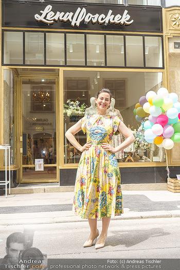 Store Opening - Lena Hoschek Store - Do 06.05.2021 - Lena HOSCHEK vor ihrem neuen Store30