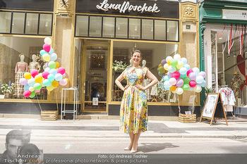 Store Opening - Lena Hoschek Store - Do 06.05.2021 - Lena HOSCHEK vor ihrem neuen Store31