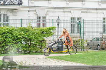 Interview mit Lilian Klebow - Weghuberpark, Wien - Do 06.05.2021 - Lilian Billie KLEBOW mit ihrem Fahrrad2