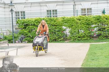 Interview mit Lilian Klebow - Weghuberpark, Wien - Do 06.05.2021 - Lilian Billie KLEBOW mit ihrem Fahrrad3