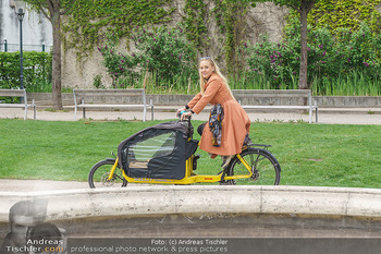 Interview mit Lilian Klebow - Weghuberpark, Wien - Do 06.05.2021 - Lilian Billie KLEBOW mit ihrem Fahrrad7