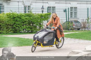 Interview mit Lilian Klebow - Weghuberpark, Wien - Do 06.05.2021 - Lilian Billie KLEBOW mit ihrem Fahrrad8