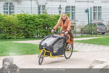 Interview mit Lilian Klebow - Weghuberpark, Wien - Do 06.05.2021 - Lilian Billie KLEBOW mit ihrem Fahrrad9