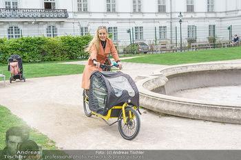 Interview mit Lilian Klebow - Weghuberpark, Wien - Do 06.05.2021 - Lilian Billie KLEBOW mit ihrem Fahrrad10