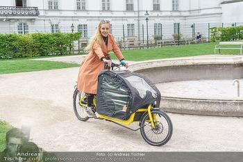 Interview mit Lilian Klebow - Weghuberpark, Wien - Do 06.05.2021 - Lilian Billie KLEBOW mit ihrem Fahrrad11