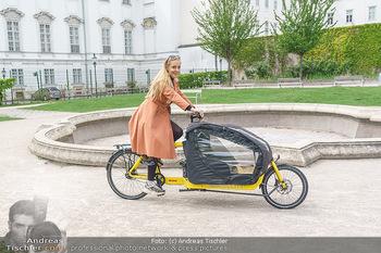 Interview mit Lilian Klebow - Weghuberpark, Wien - Do 06.05.2021 - Lilian Billie KLEBOW mit ihrem Fahrrad12