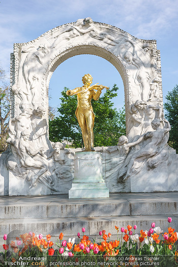 Interview mit Stefano Bernardin - Stadtpark, Wien - Do 06.05.2021 - Johann Strauss Denkmal im Stadtpark25