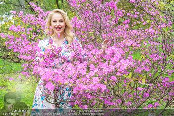 Fotoshooting mit Silvia Schneider - Innenstadt Wien - Di 18.05.2021 - Silvia SCHNEIDER im botanischen Garten1
