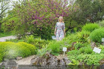 Fotoshooting mit Silvia Schneider - Innenstadt Wien - Di 18.05.2021 - Silvia SCHNEIDER im botanischen Garten3