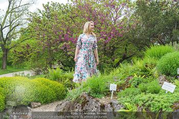 Fotoshooting mit Silvia Schneider - Innenstadt Wien - Di 18.05.2021 - Silvia SCHNEIDER im botanischen Garten4