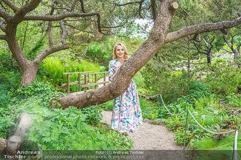 Fotoshooting mit Silvia Schneider - Innenstadt Wien - Di 18.05.2021 - Silvia SCHNEIDER im botanischen Garten6