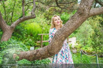 Fotoshooting mit Silvia Schneider - Innenstadt Wien - Di 18.05.2021 - Silvia SCHNEIDER im botanischen Garten7